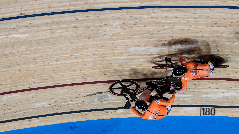 Goud op de teamsprint voor de Nederlandse baanwielrenners