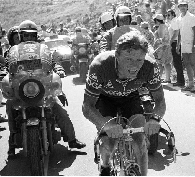 Peter Winnen gagne l'étape vers L'Alpe d'Huez.